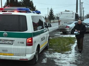 Dopravná nehoda pri obci Trebatice: Auto sa zrazilo s autobusom, zranených najmenej desať ľudí