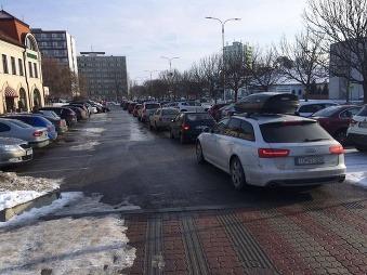 FOTO Topoľčianska rarita: Vodiči zúfalo nadávajú a sťažujú sa, kto toto vymyslel, bol vážny expert