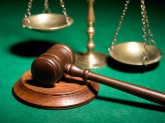 Svedok vážne obviňuje sudcu z prijatia úplatku: Núkal som mu tri fialové!