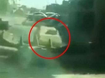 Vojak sa rozhodol pre samovražedný krok, aby zachránil celú jednotku: VIDEO Vrhol sa proti Daeš
