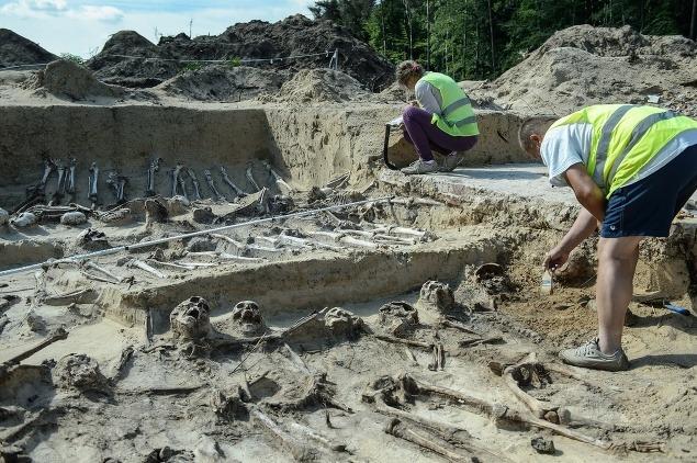 FOTO Masový hrob odkryl