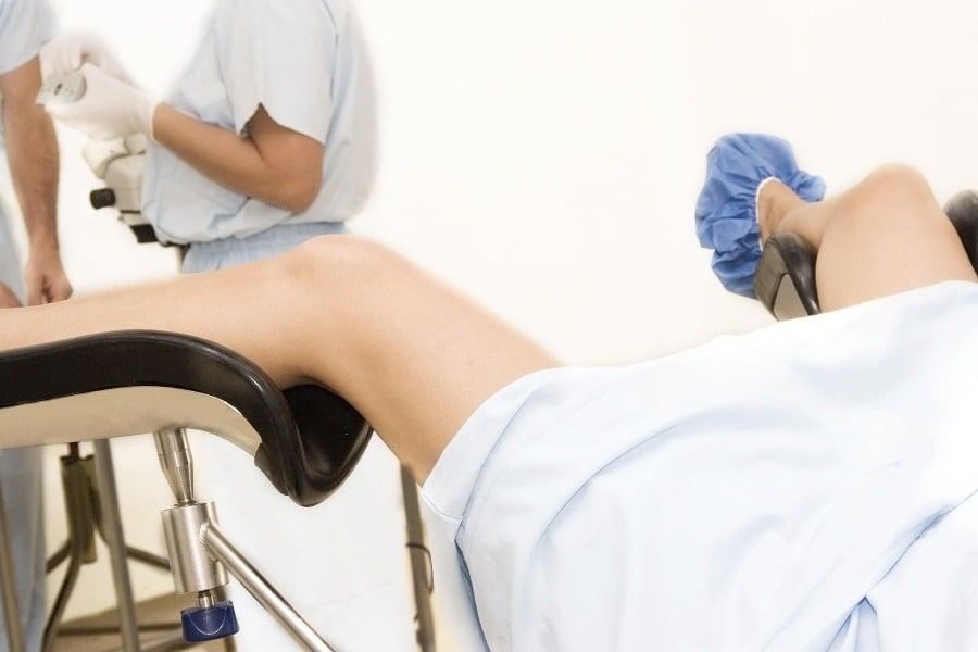 осмотр гинеколога на кресле