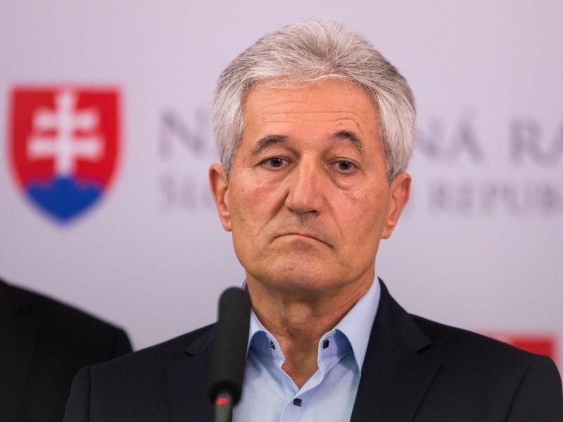 Poslanec Suchánek sa ocitá pod paľbou obvinení: Na pretrase predražený CT prístroj | Topky.sk