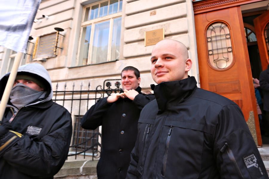 Poslanec Mazurek na súde, namietal znalca: Má za to, že je Žid a je zaujatý | Topky.sk