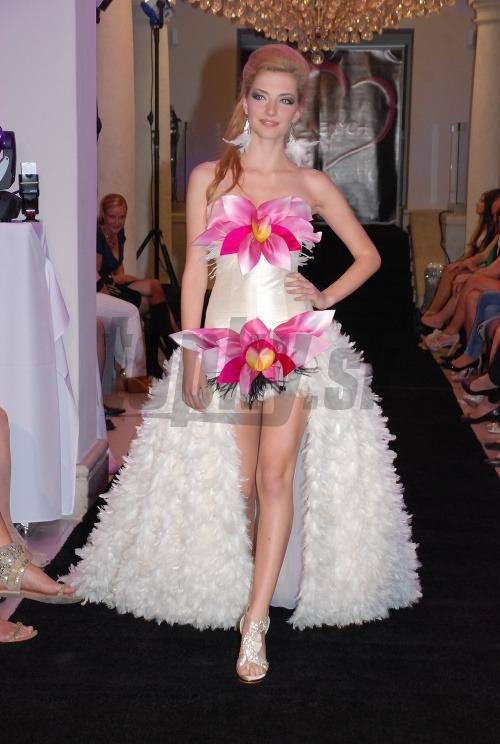 Svadobné šaty môžu ozvláštniť