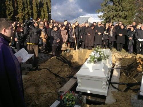 Pohreb Petra Končeka: Záhadný