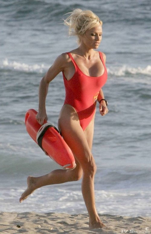 Pamela Anderson v červených