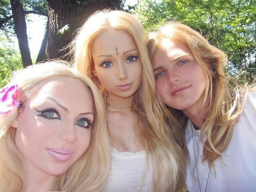 http://www.topky.sk/gl/165534/1176007/Zvratene-plastikove-modelky-pribudaju--Ziva-Barbie-uz-ma-vernu-kopiu-