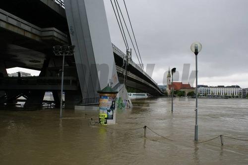10 metrov: na bratislavu sa valí väčšia voda, ako sa čakalo
