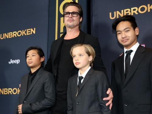 Brad Pitt s deťmi.