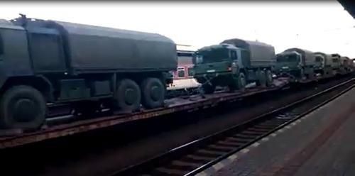 VIDEO Vojenská kolóna v