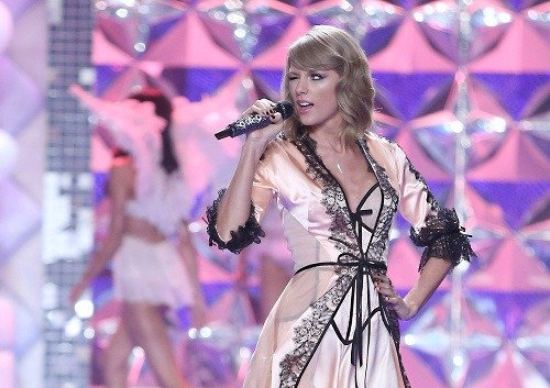taylor swift and john proctor Taylor swift resisting deposition about trademarks and print comments george pimentel/lp5/getty images for tas taylor swift performs for the proctor & gamble.