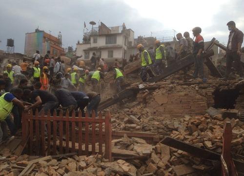 Zemetrasenie v nepále zabilo celkovo najmenej 1180 ľudí vrátane