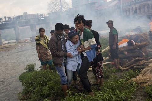 Foto a video nepál sa topí v slzách skaza na uliciach zničené