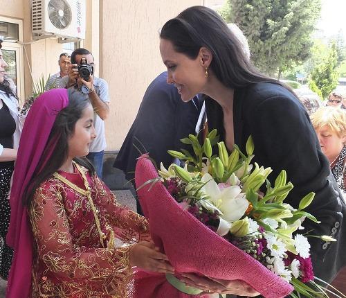 http://img.topky.sk/big/1583265.jpg/Angelina-Jolie-Turecko-Recep-Tayyip-Erdogan.jpg