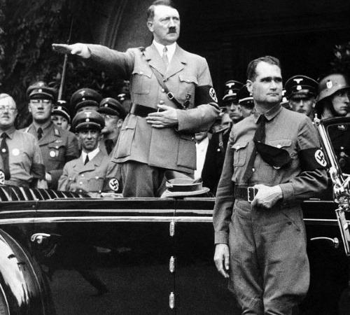 Smrť Hitlerovho zástupcu ostáva