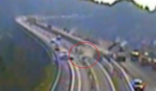 VIDEO hrozivej zrážky na diaľnici: Stret v protismere, je to možné? Pri Mikuláši išlo o život!