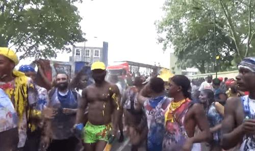 gl Karneval v Londyne sa zmenil na poulicne orgie VIDEO Sex zvrhla mladez a stovky zatknutych