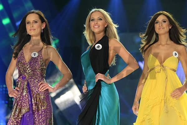 Trojica najkrajších žien. 1.VICEMISS – Lea Šindlerová MISS UNIVERSE 2009 – Denisa Mendrejová 2.VICEMISS – Marcela Ševčíková (zľava)