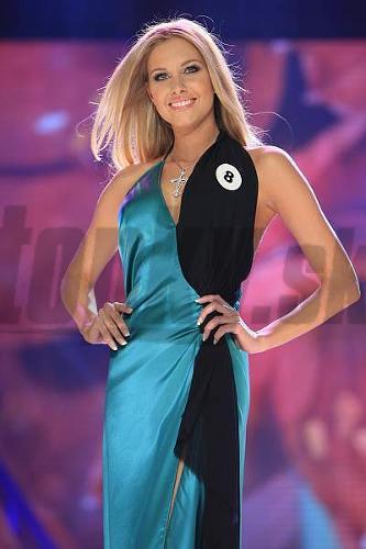 Denisa sa predviedla v šatách od módneho návrhára Kuksa Koo.