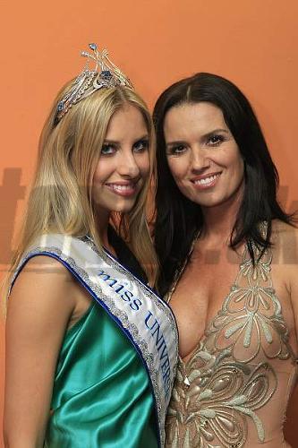 Víťazka Denisa Mendrejová s organizátorkou večera Silviou Chovancovou-Lakatošovou.