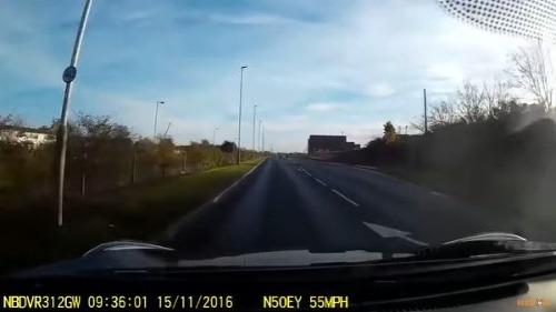 Mladík (25) nechal auto