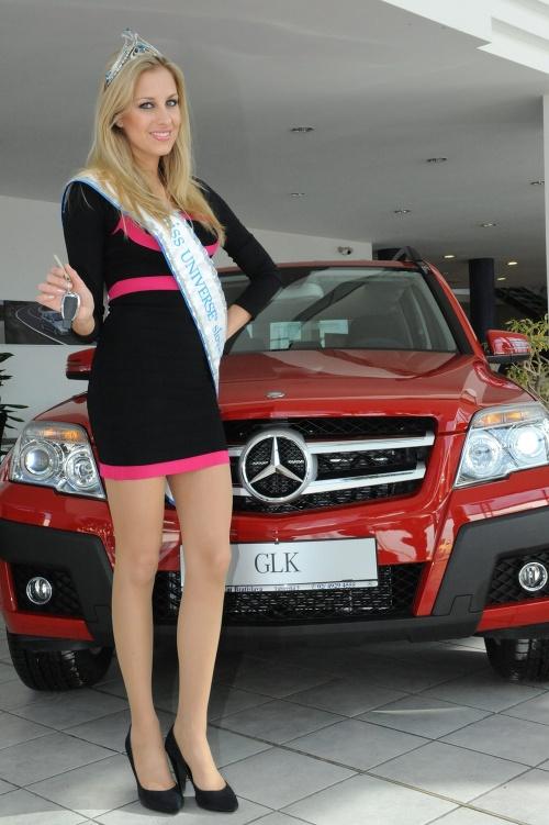 Nová kráľovná krásy Denisa Medrejová si prevzala svoje nové auto.