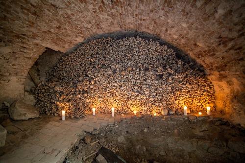 karner-kaplnka-sv-jakuba-namestie-SNP-ludske-kosti.jpg<br class=