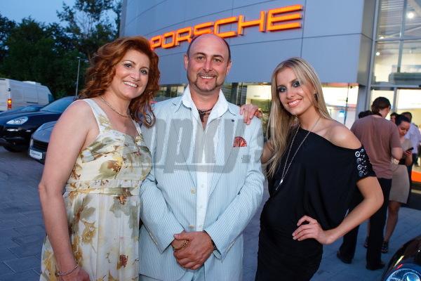 Denisa Mendrejová s rodičmi.