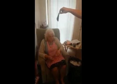 Starenka (76) je hviezdou