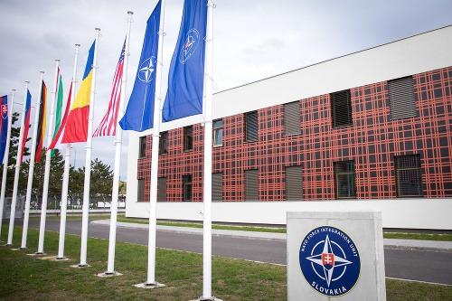 PRVÉ FOTO veliteľstva NATO