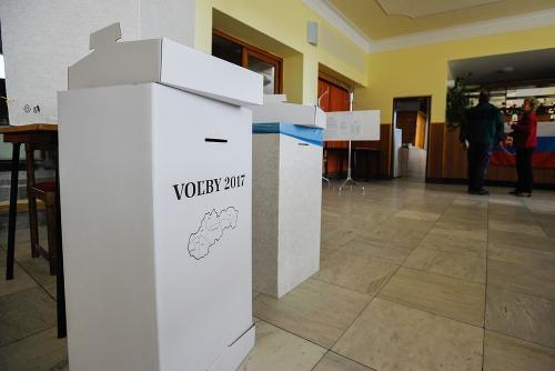 Pohľad do volebnej miestnosti