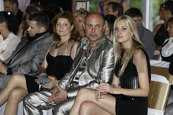 Denisa sa spolu s rodičmi zúčastnila na módnej prehliadke.