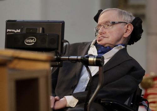 Stephen Hawking prehovoril o