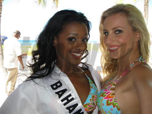 Denisa Mendrejová s Miss Bahamy Kiarou Sherman.