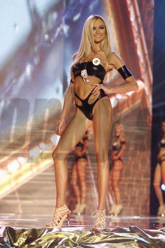 Víťazka Miss Universe SR 2010 sa môže pochváliť dokonalou postavou. Pozerá sa na ňu dobre spredu...