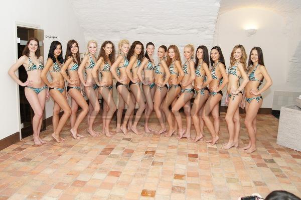 Finalistky súťaže Miss Slovensko 2010 sa predviedli v plavkách.