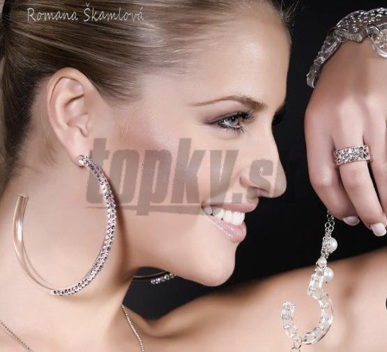 Krásna Romana Škamlová prepožičala svoje telo reklame na šperky.