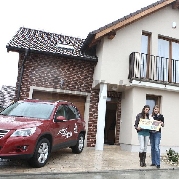 Marína Georgievová si prevzala kľúče od nového domu a auta.