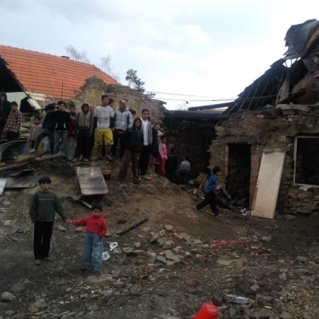 Lomničke uhorela matka a 4 deti, otec bojuje o život!