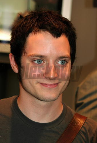 Pin elijah wood daniel radcliffe on pinterest for Elijah wood tattoo
