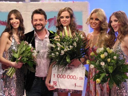 Ivana Honzová (v strede) nedokázala skryť slzy šťastia.