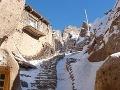 Strmý terén skalnatej obce