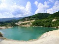 Jazero v lome Rieka