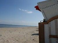 Pláž s košmi, ostrov