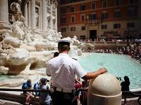 Rím bojuje proti neslušným turistom: Za toto vo Večnom meste poriadne zaplatíte