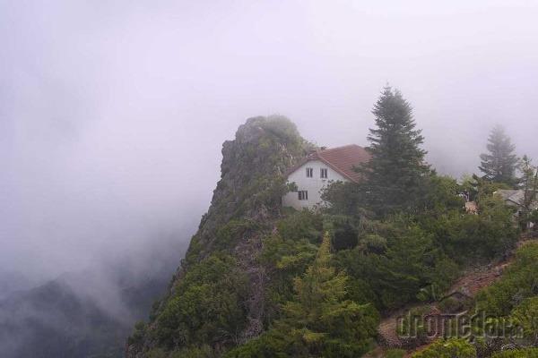 Horská chata pod vrcholom