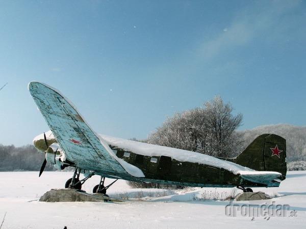 Vyšný Komárnik, sovietske lietadlo