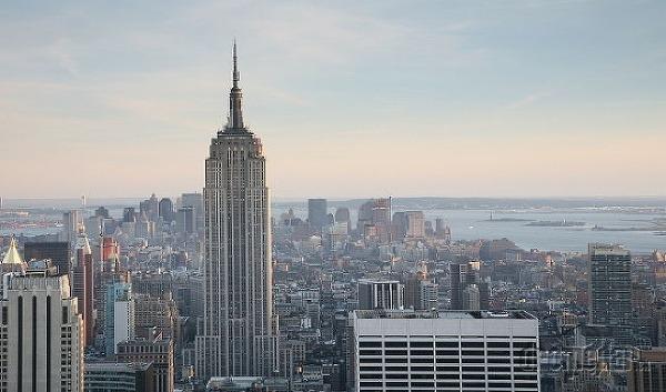 Do oblakov! Alebo fascinujúce príbehy slávnych amerických mrakodrapov