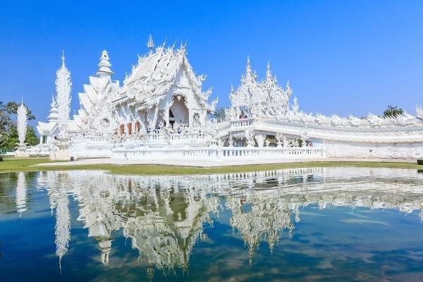Snehobiely rozprávkový chrám Wat